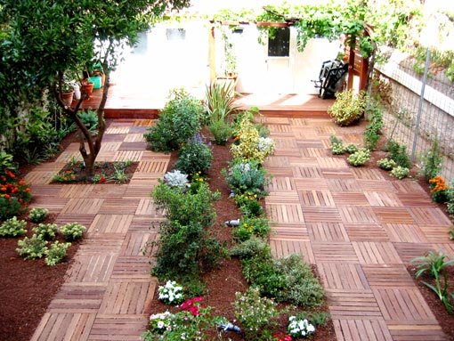 Jard n con ni os y animales piedra grava o - Arreglar jardin abandonado ...