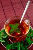 11096048-taza-de-te-aromatico-con-hojas-frescas-de-te-verde.jpg