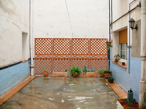 Ayuda para dise ar patio de luces sin sol for Azulejos terrazas patios