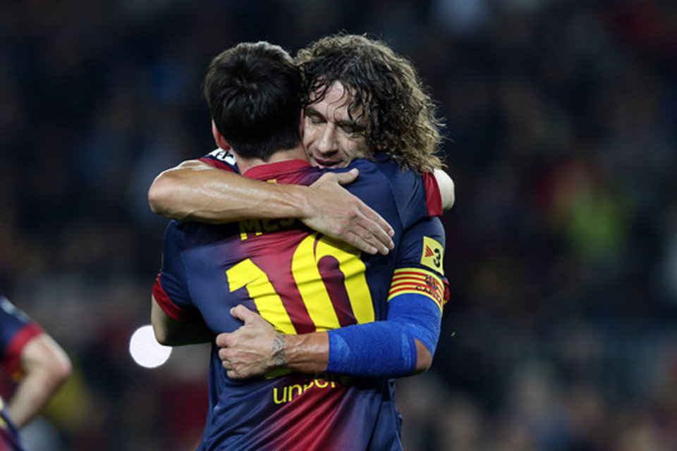 Carles-Puyol-y-Messi-abrazados_54407951808_54115221152_960_640.jpg