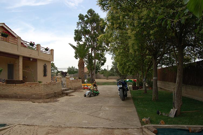 casa cemento y zona sombra.JPG