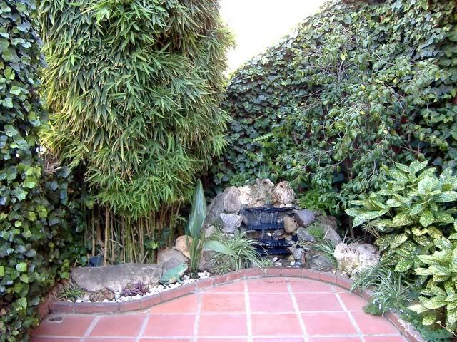 Muro de jard n con cascada de agua en cortina quiero hacer for Cascada de jardin
