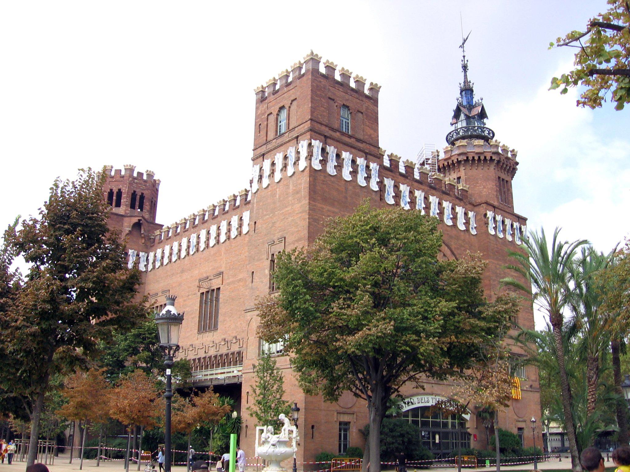 Castell_Tres_Dragons.jpg