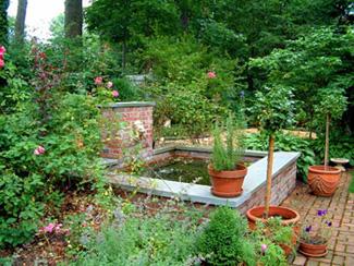 formal-pond-fountain.jpg