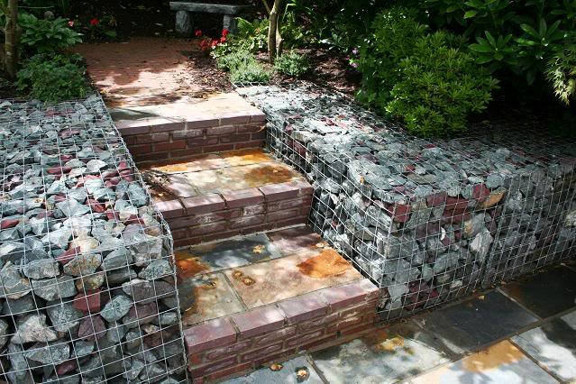 Gaviones piedras contenidas con malla y su uso en jardines for Separador piedras jardin