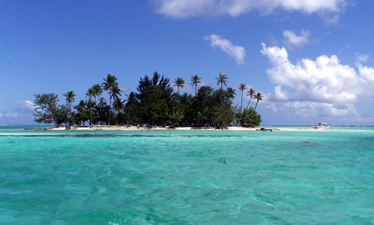 island_in_lagoon.jpg