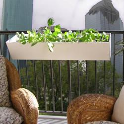Tomateras cherrey idea para colgar en jardinera en la - Jardinera balcon ...
