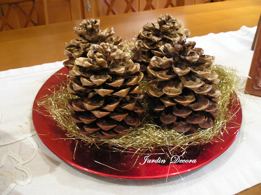 adornos de navidad incluyendo plantitas