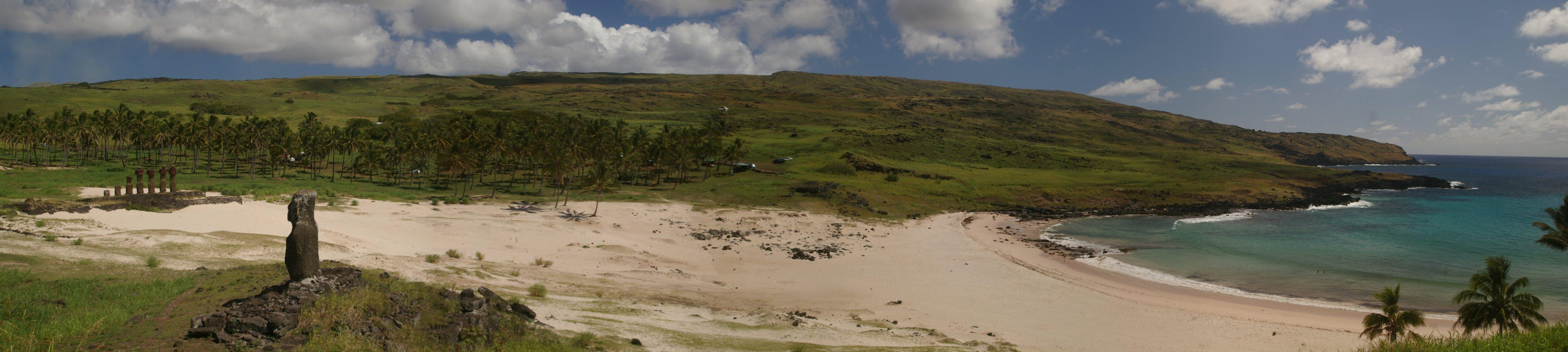 Pano_Anakena_beach.jpg