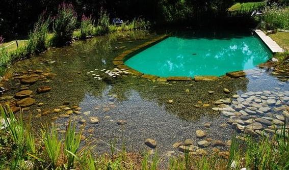 Fuentes y estanques en los jardines for Piscinas naturales cantabria