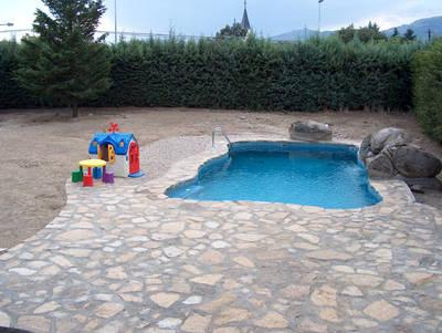 Coronaci n de piscina con piedra natural me gustar a for Coronacion de piscinas